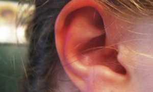 Почему горит правое ухо – все значения приметы