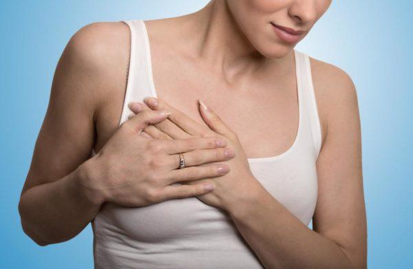 К чему чешется правая грудь примета