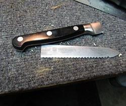 Сломанный пополам нож