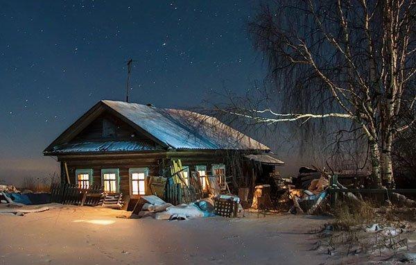 Дом вечерним зимним днем