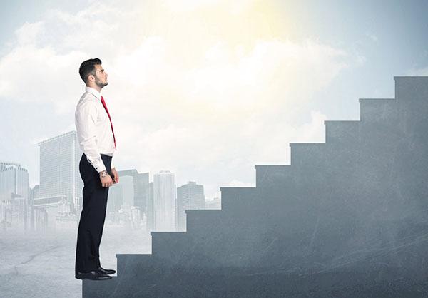 Мужчина на карьерной лестнице