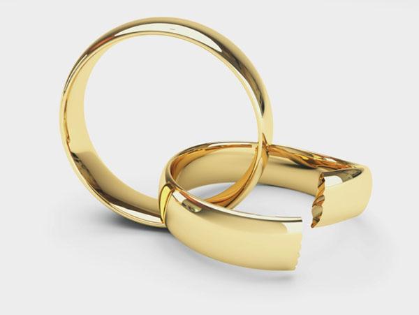 Треснуло обручальное кольцо