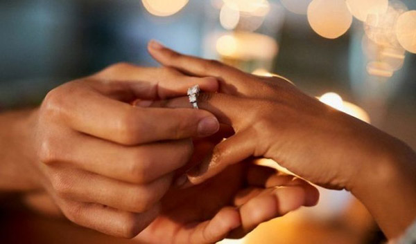 Кольцо на безымянном пальце