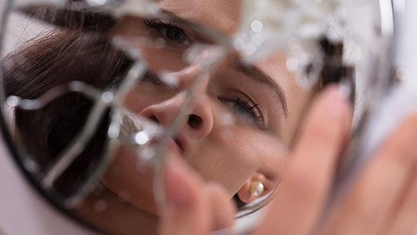 Отражение в зеркальных осколках