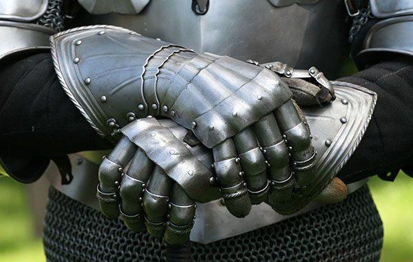 Рыцарские перчатки
