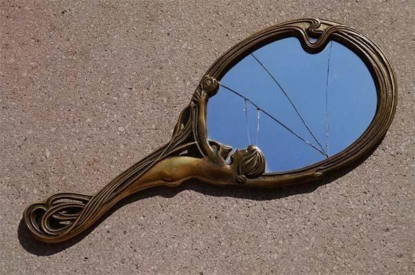 Треснутое зеркало