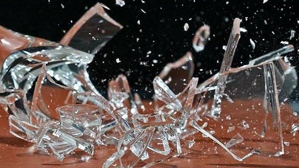 Осколки от разбитого стакана